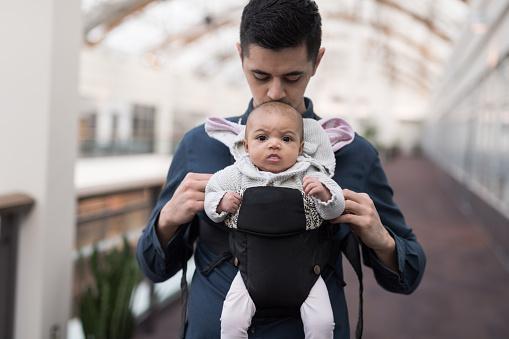 Porte bébé non physiologique